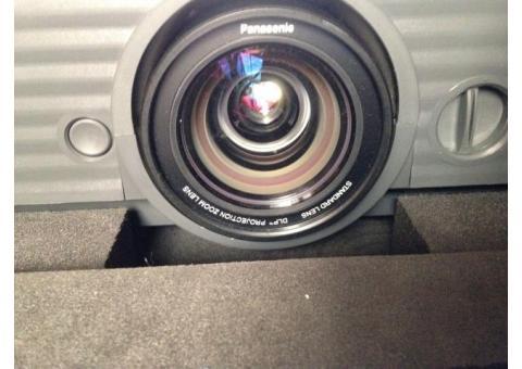 Panasonic PT D 5700 E 6000 Lumens
