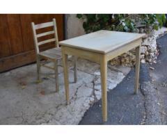 petite table et sa chaise