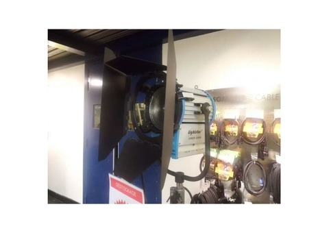 Projecteur LIGHT STAR Fresnel 2000w neuf
