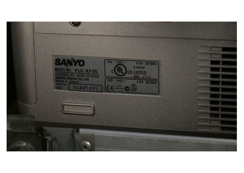 Vidéo projecteur Sanyo PLC-XF35