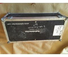 Lot 025: 1 flight malle avec 2 roulettes type valise/ Tarif : 40€ / Contact : 0688583401