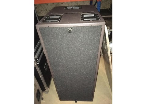 Lo2 L-Acoustics sb218 Tarif : 2000€ les 2 avec livraison chez vous par transporteur