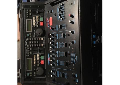 Vend lecteur Double CD DN 2500F Denon et table Omnitronics + Fly case