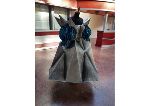 Costumes : deux robes contemporaines en plastazote