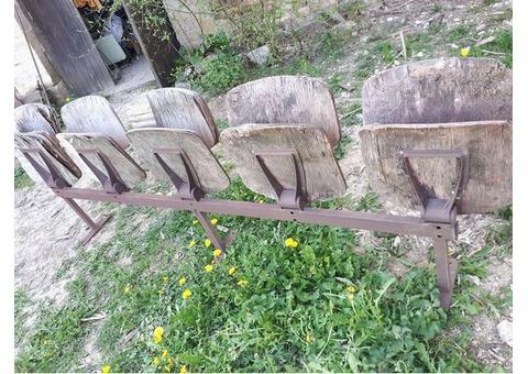 rangées strapontins bois - fauteuils spectacteurs
