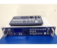 OPS 300 mélangeur multimédia avec sa télécommande RK 300 de chez Analog Way