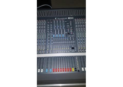 Soundcraft TWO40/8/2 + Flight case