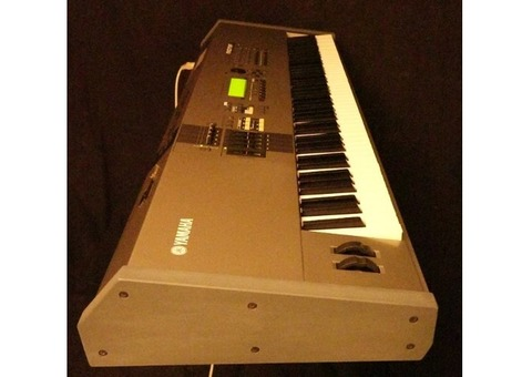 Workstation Synthétiseur Yamaha Motif 8 - 88 notes touché lourd - Pack complet
